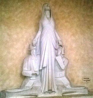 La statua della madonna di Francesco Ciusa nella basilica di Bonaria a Cagliari