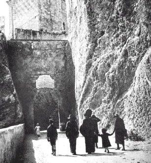 Probabili resti romani alla grotta di Porta d'Avanzada a Cagliari
